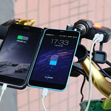 Imagen de CARGADOR DE CELULAR PARA MOTO CON 2 PUERTO USB/ENCENDEDOR